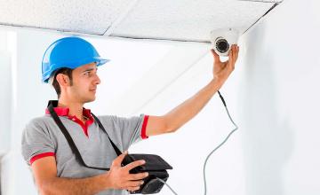 Монтаж видео камер на стену